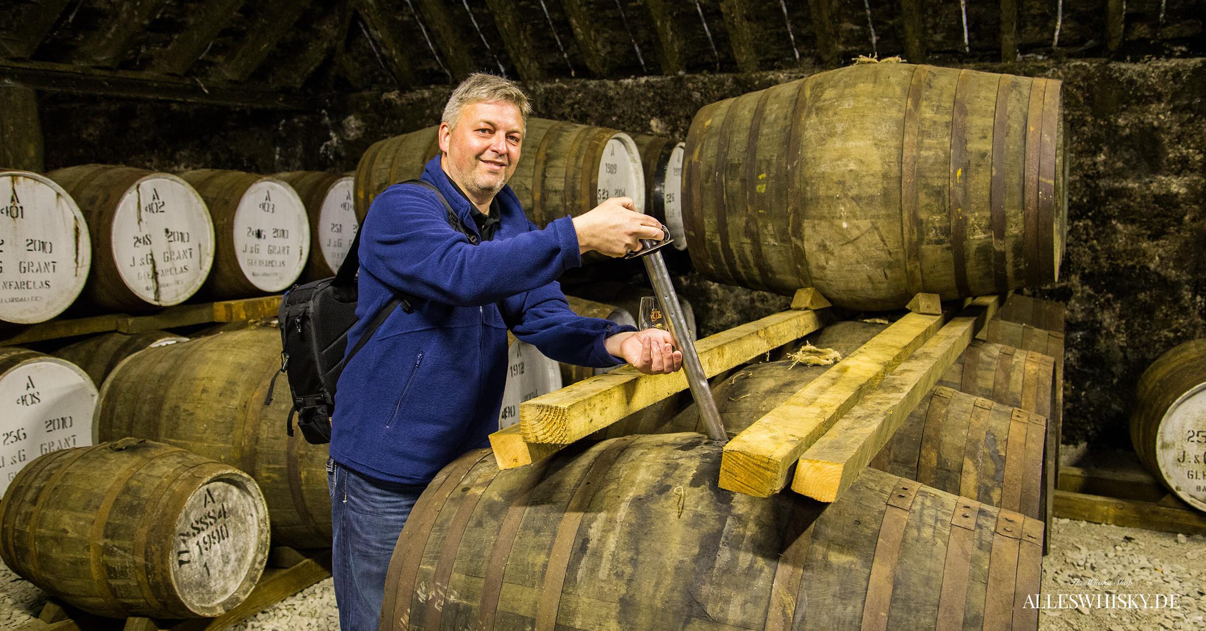 Genfarclas Brennerei Whisky aus dem Faß zapfen im Mai 2014