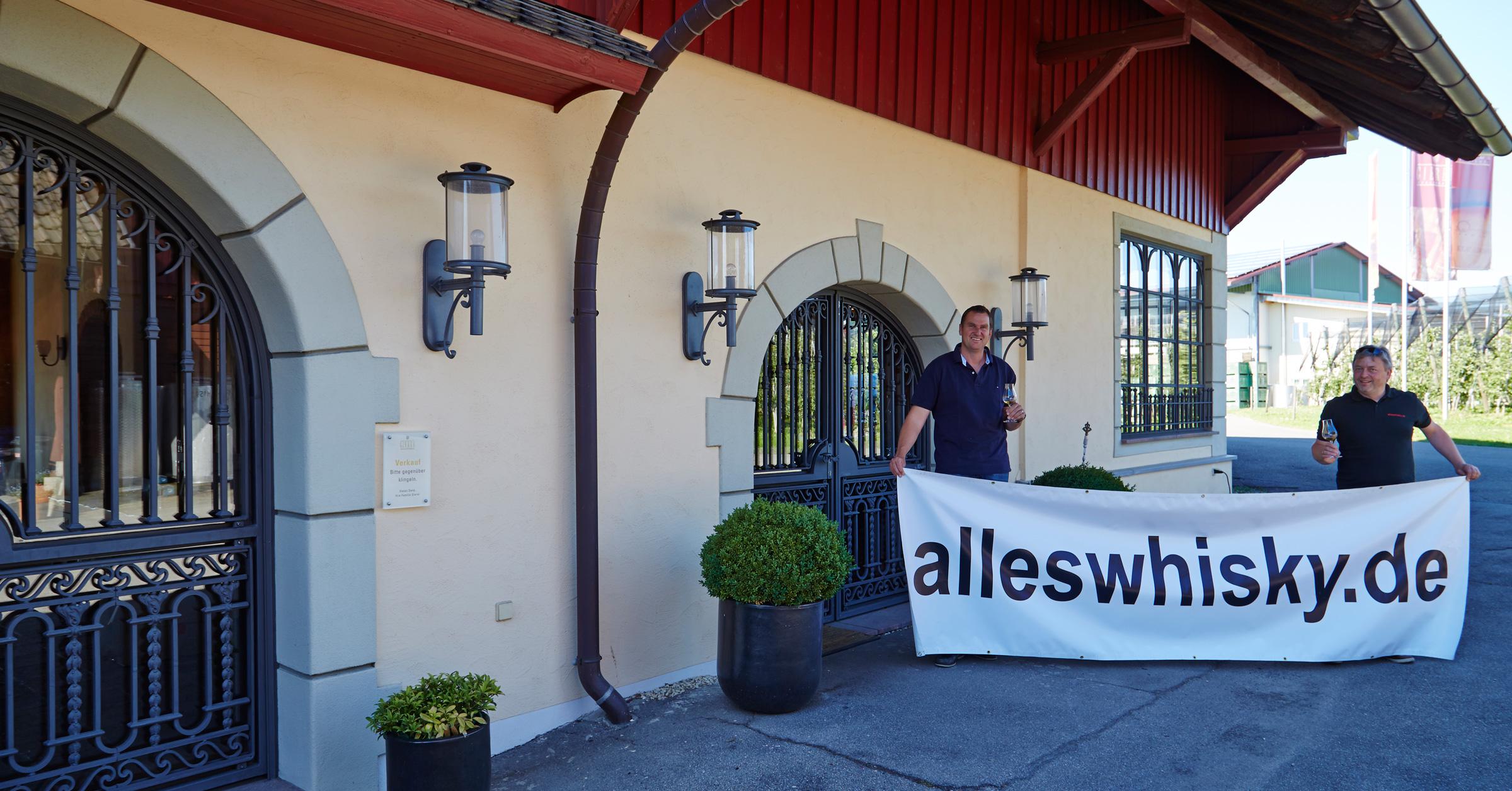 Robert Gierer vor dem Shop und Tasting-Raum in Bodneg