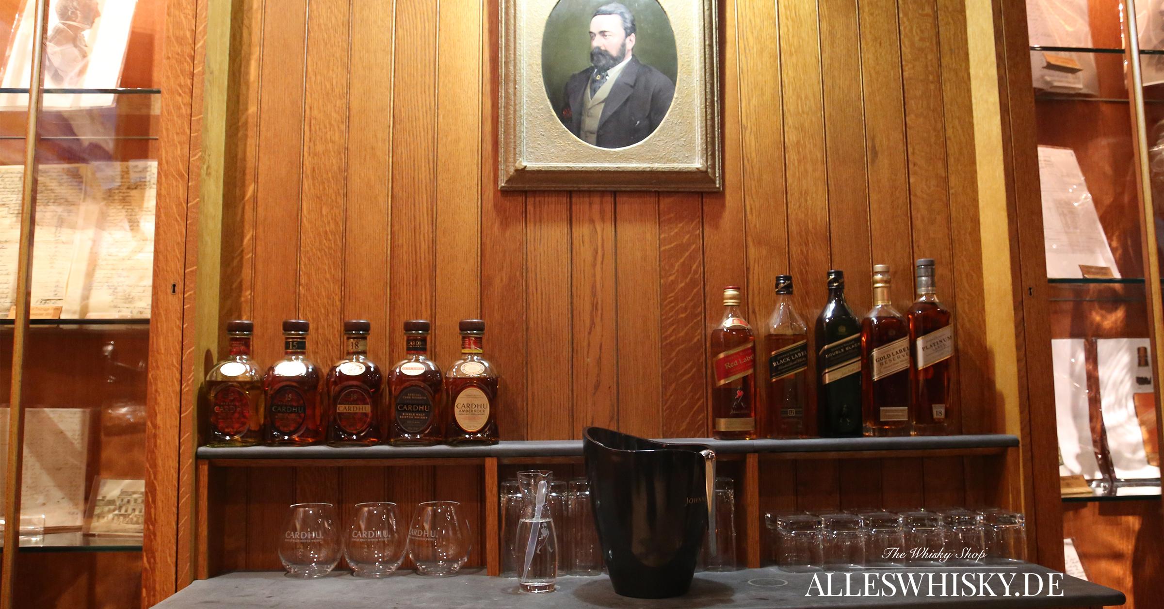Johnnie Walker Brand Home mit einer Auswahl an Flaschen