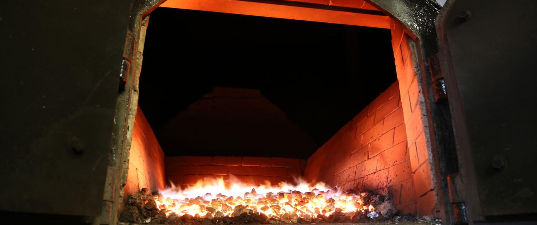 Highland Park - The New Kiln - Innenraum Feuer mit Torf