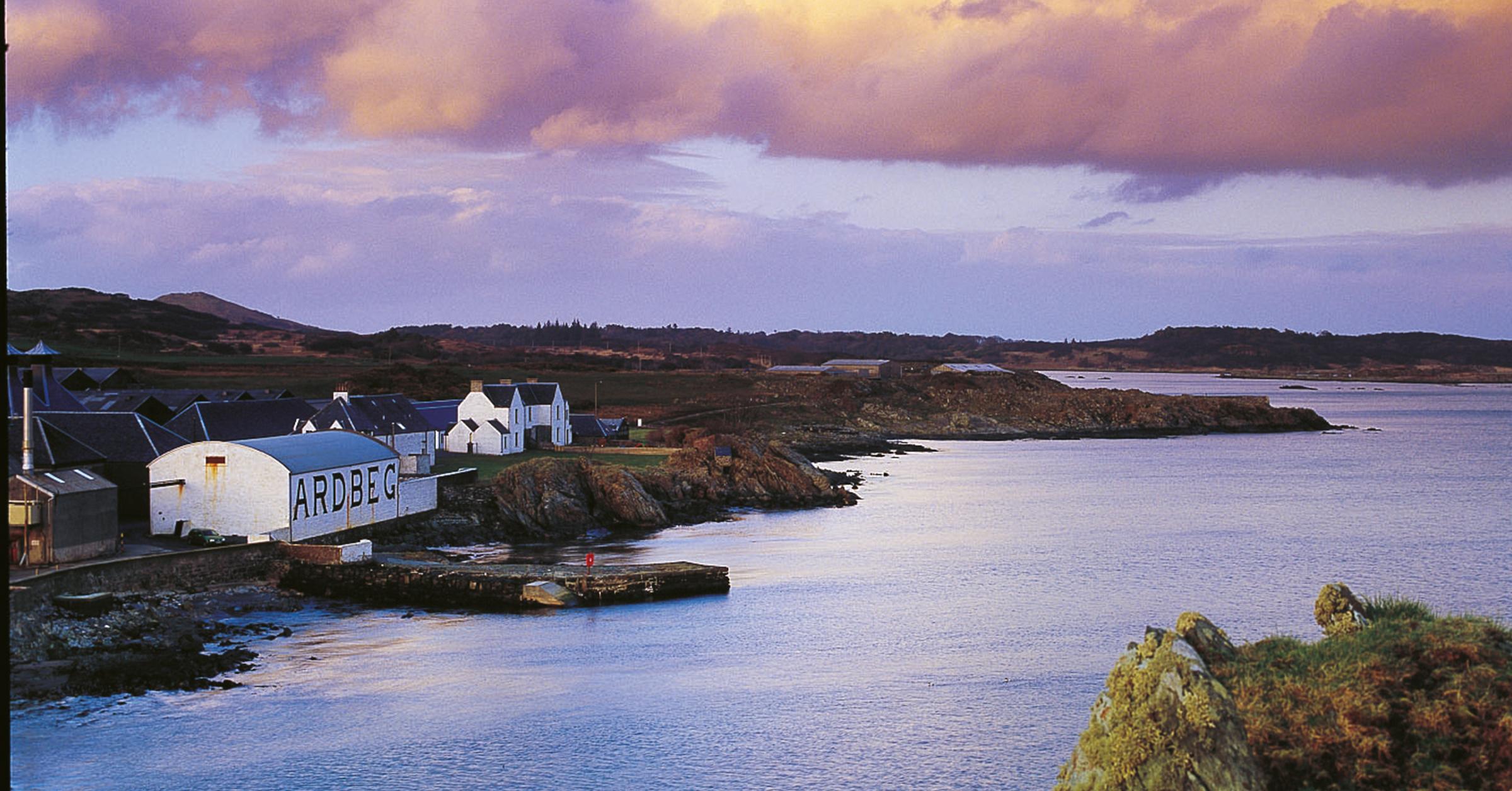 Ardbeg Brennerei im Süden der Insel Isle of Islay