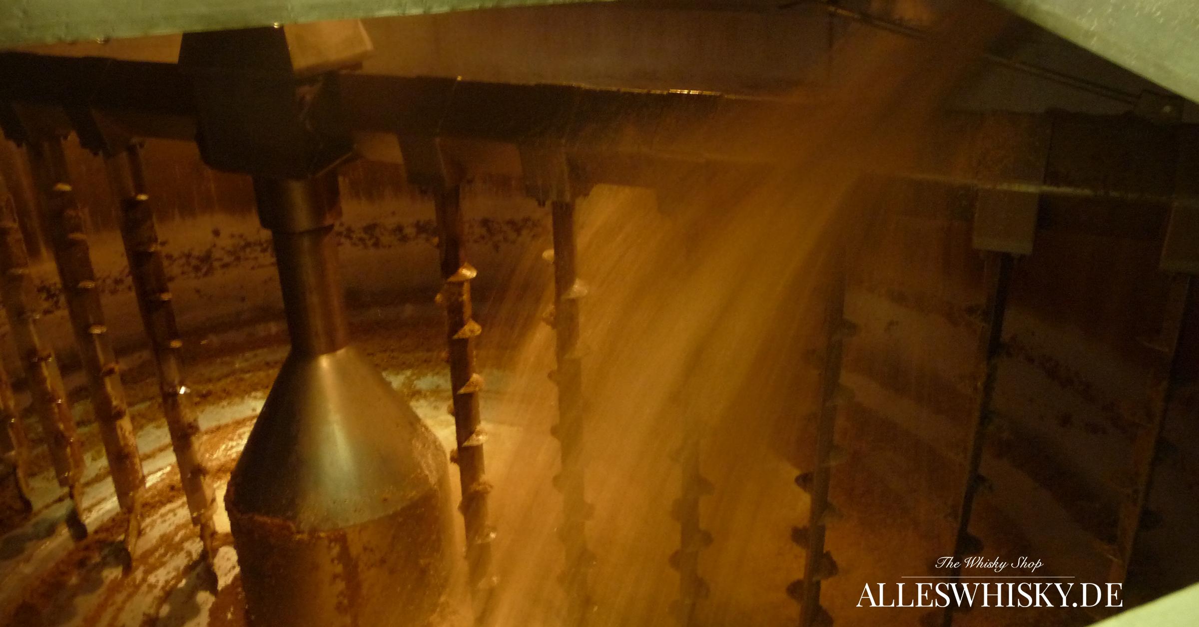 Ardbeg - Der Maischebottich wird befüllt