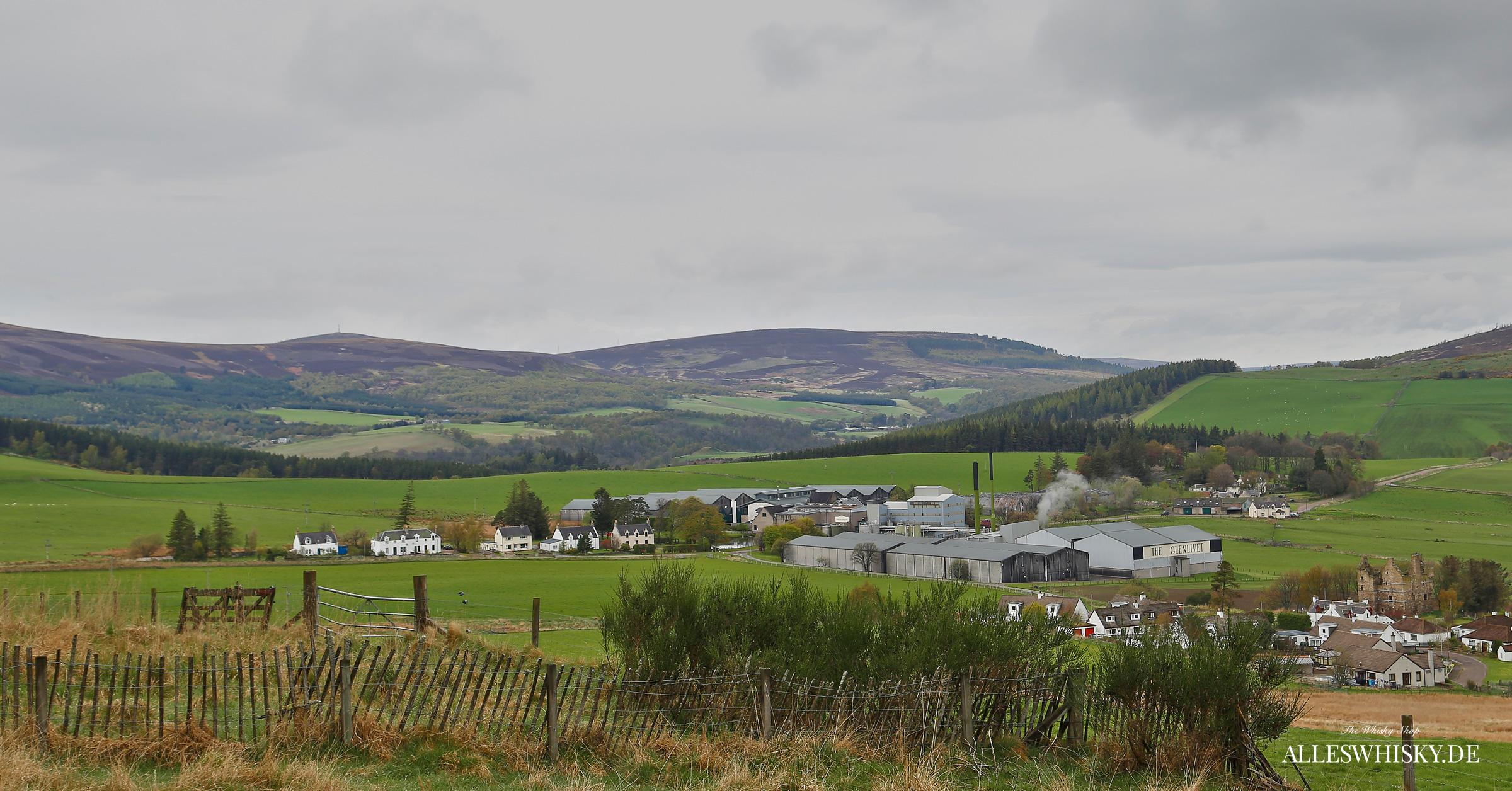 The Glenlivet Brennerei am Morgen im Mai 2014
