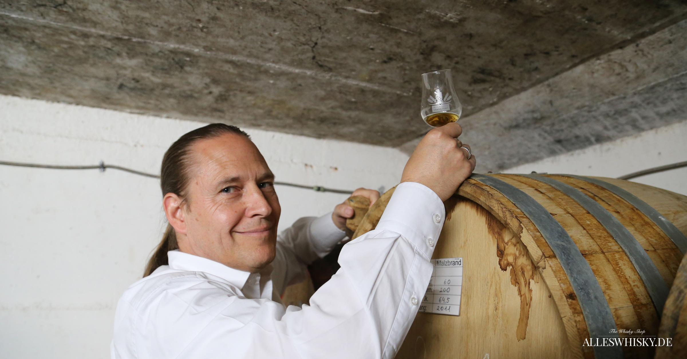 Zusammen mit Detlef Sommer - Gebietsrepresentant für Deutschland - im Reifekeller der Brauerei Locher