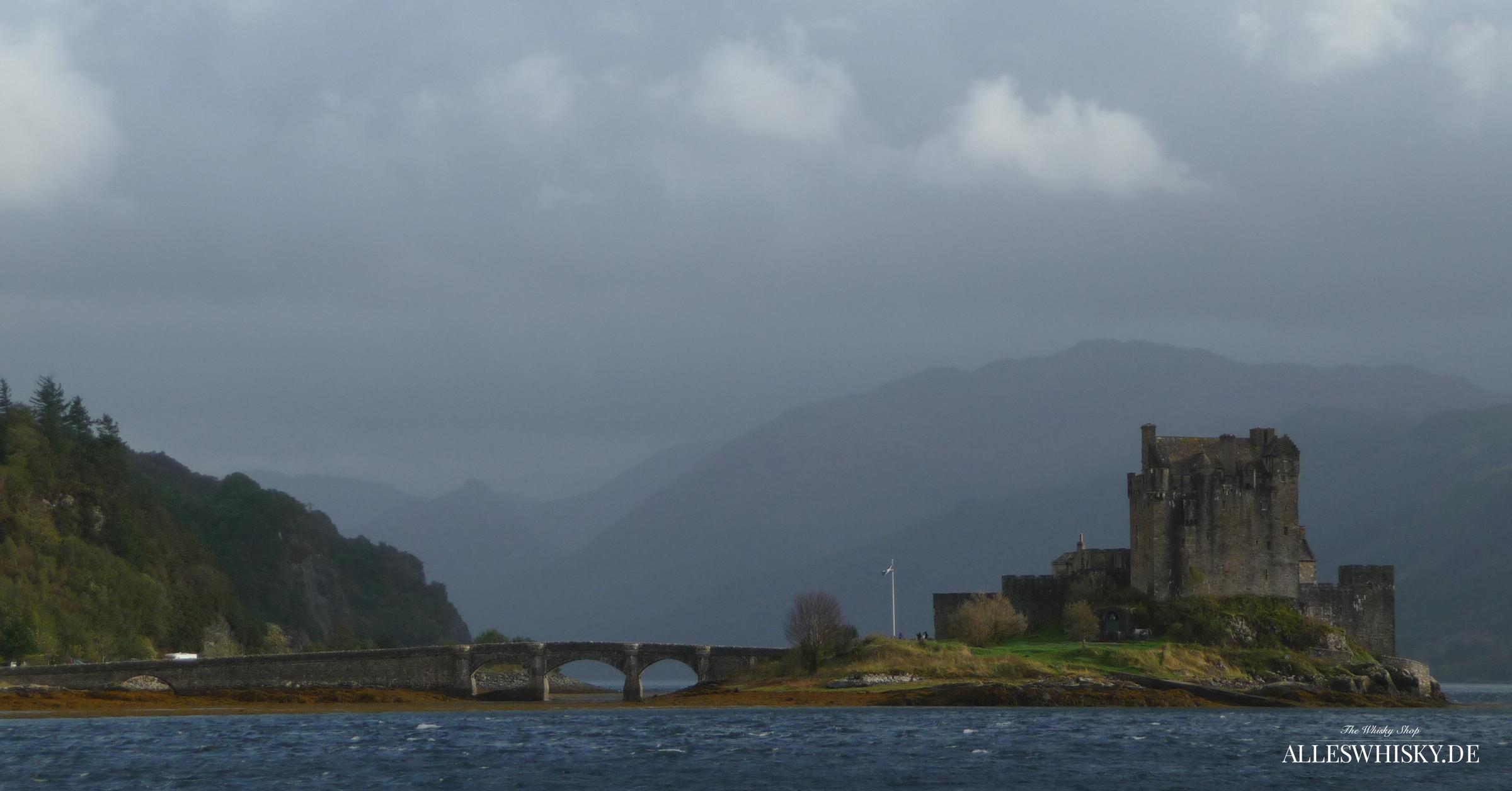 Eilean Donan Castle vom Wasser aus gesehen