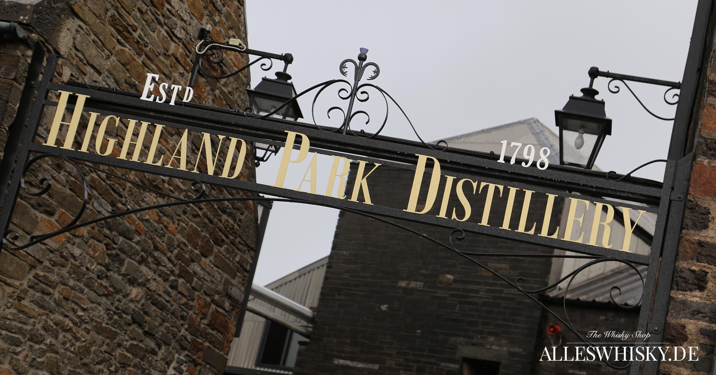 Highland Park Eingang mit großem Schriftzug im Mai 2014