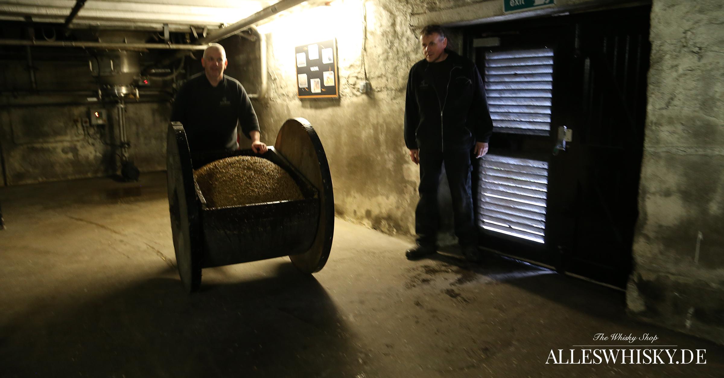 Highland Park Floor Malting Böden - Ausbringung der Gerste zum Keimen