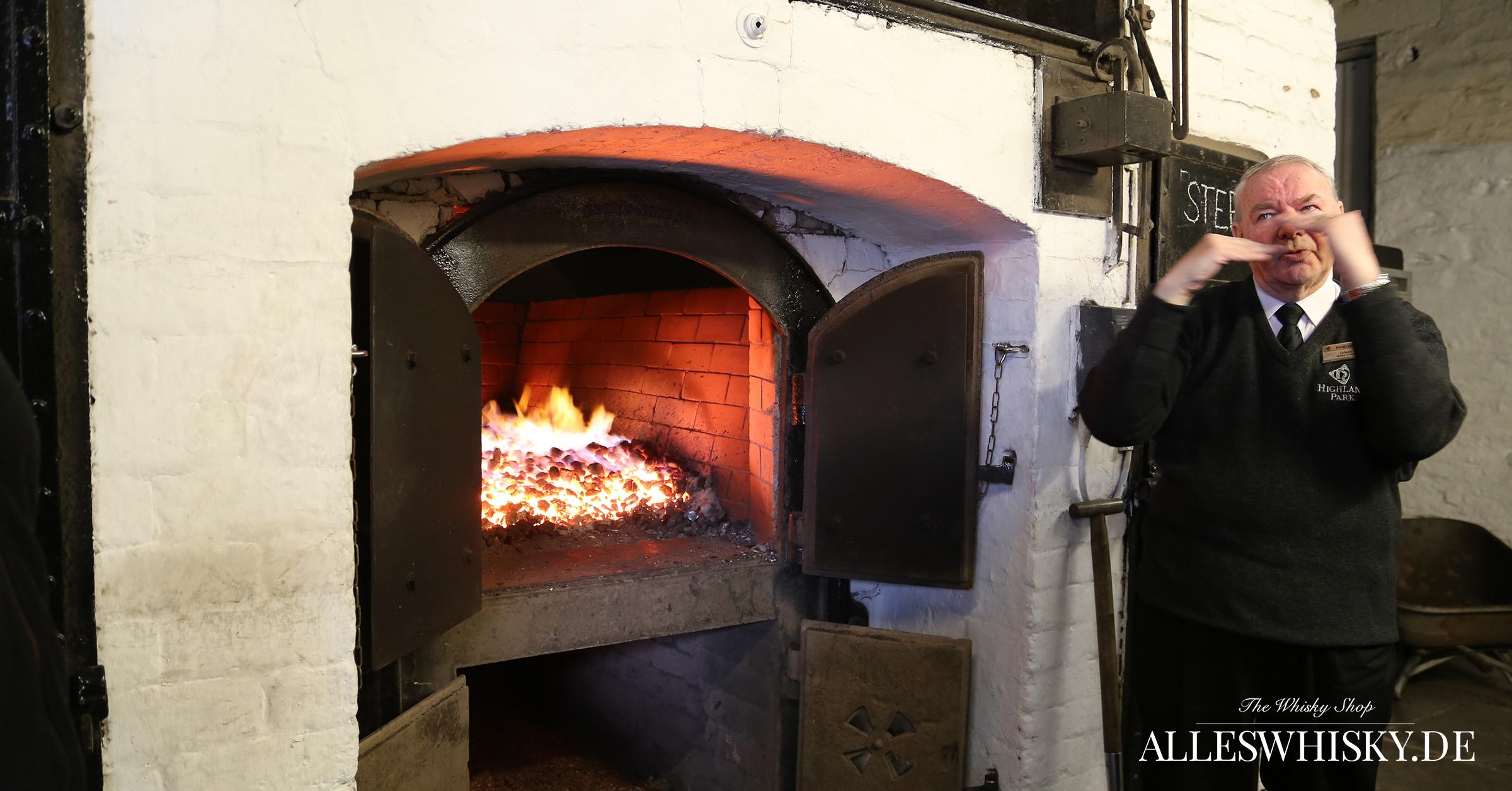 Highland Park - Der Kiln brennt und der Tourguide James erklärt dazu