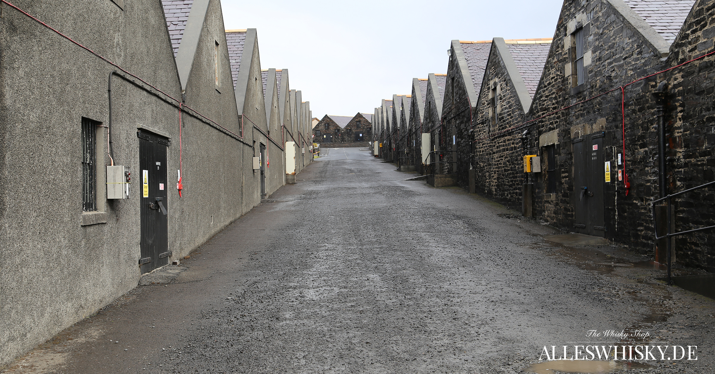 Highland Park - Lagerhäuser direkt unterhalb der Brennerei