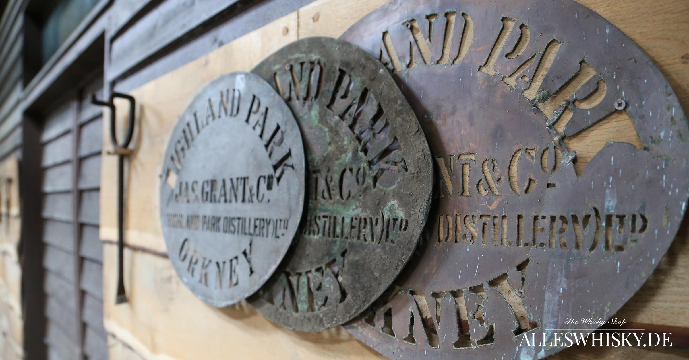 Highland Park - Im Warehouse mit Schablonen zur Beschriftung der Faßdeckel