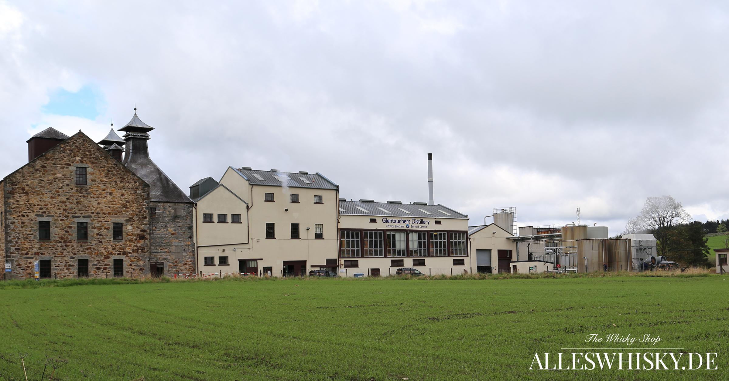 Glentauchers Malt Whisky Brennerei im Mai 2014 Aussenansicht